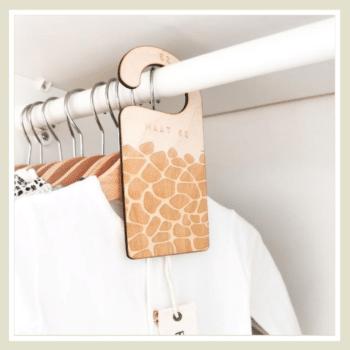 kledinghanger girafprint